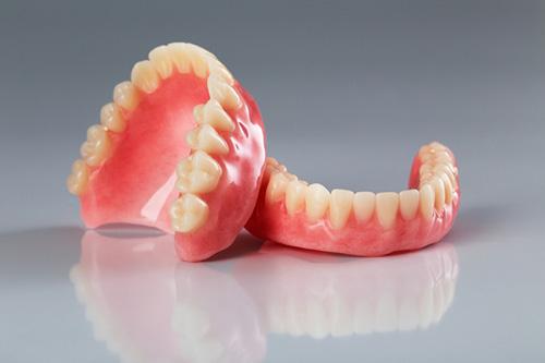 مهندس امیر مسعودی از رشته تکنسین پروتزهای دندانی و ساخت پروتز میگوید